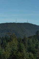 Radiostacje na szczycie góry w Bieszczadach