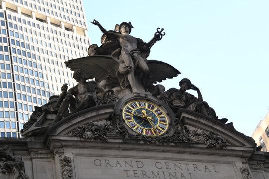 Zwischen 1903 und 1913 wurde das gesamte Gebäude durch das gegenwärtige, mehrstöckige Grand Central Terminal ersetzt. Es im Stil der Beaux-Arts erbaut. Ney York-Manhattan-USA, 30.11.2019