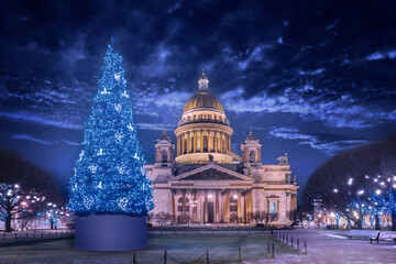 Saint Petersburg. Russia. Christmas tree on St. Isaac's square. Festive evening in Petersburg. St. Isaac's Cathedral against a dark sky and Christmas decorations. Christmas decorations on the streets Fotomurales