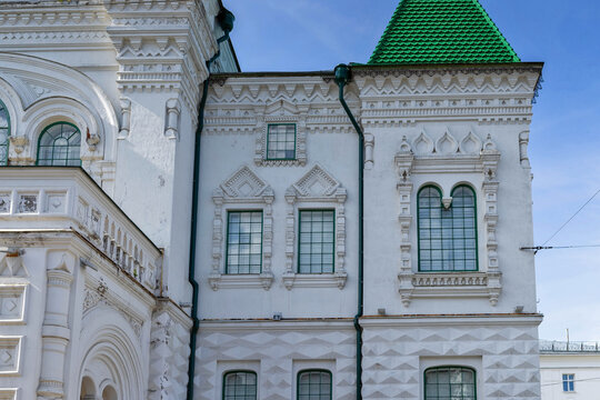 Kostroma. The house on the prospect of the World (Pavlovskaya street). Building of the Romanov Museum. 1913. Neo-Russian style.