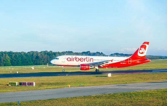Air Berlin Boeing 737 lands