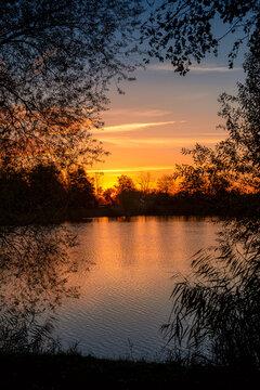 Der Anglersee in Ketsch am Rhein bei Sonnenuntergang