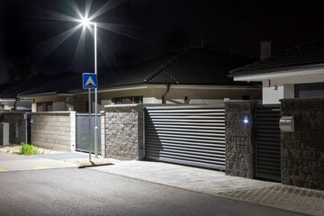 entrance to a modern house with a street lighting pole Fotomurales