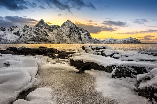 Mountains, sea and ice at Lofoten islands Montagne mare e ghiacci alle Lofoten