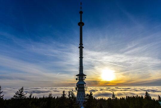 Sonnenuntergang am Ochsenkopf bei Nebel im Fichtelgebirge Wolkenmeer