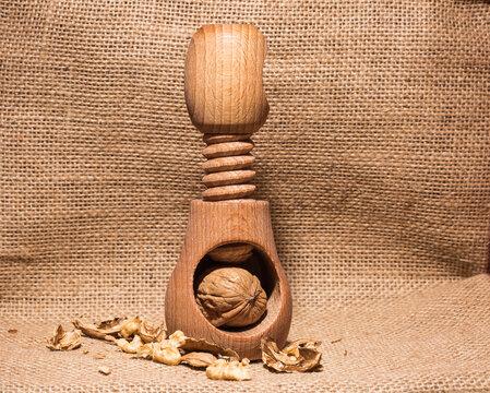 Wallnuss Knacker aus Holz.