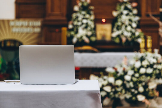 liturgy during the epidemic: a laptop with a webcam is sent to the altar where the liturgy will be sent for live broadcast