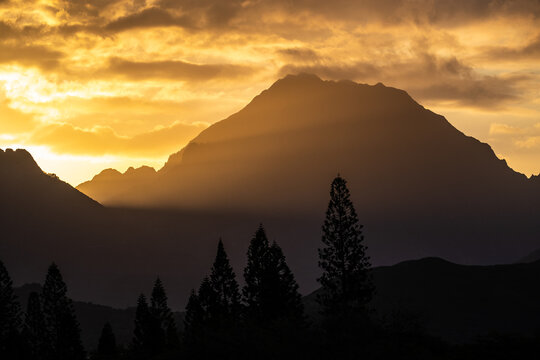 Sunset through the mountains in Hawaii