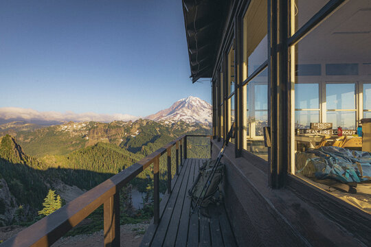 Mt. Rainier from the fire lookout on the top of Tolmie Peak, USA