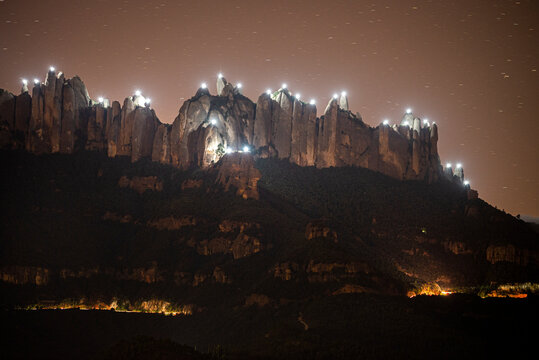 Lights for independence on the needles of the mountain of Montserrat