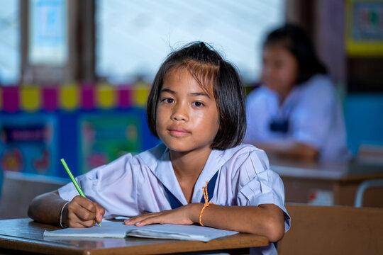 Elementary school kids sitting at desks in classroom,education,l