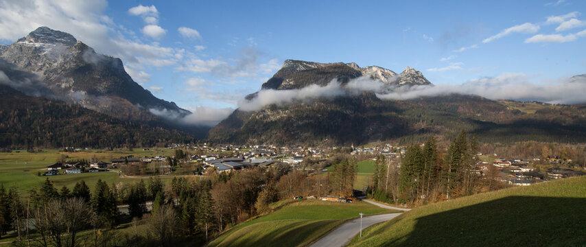 Blick auf Lofer im Saalachtal im Pinzgau.