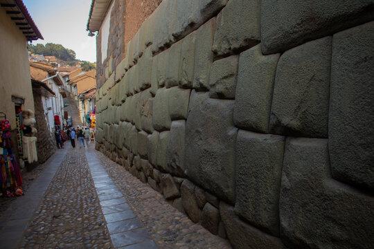 Calle Hatun Rumiyoq - Pierdra de los 12 ángulos