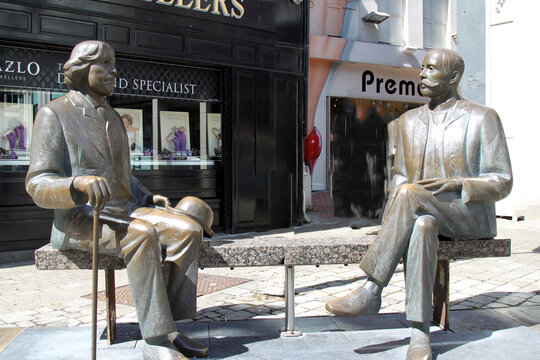 Statues of Wilde and Vilde in Galway Ireland