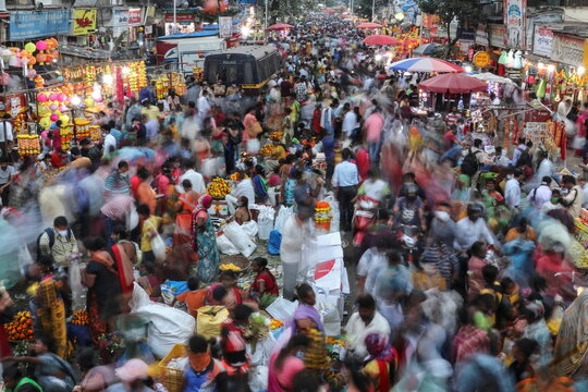 People throng a market to shop on the eve of Diwali, amidst the spread of COVID-19 in Mumbai