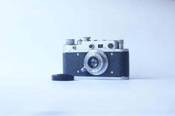 stary, analogowy aparat fotograficzny Zorki, naturalne światło, lekko w lewo, z dekielkiem, poziomo