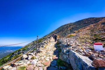 Fototapeta Mountain trail to the Sniezka peak in Karkonosze Mountains, Poland obraz