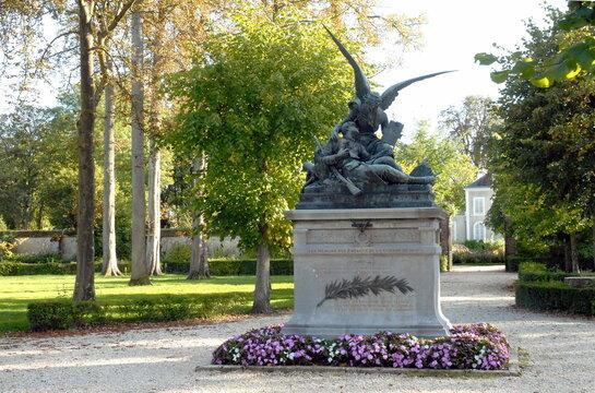ville de Provins, jardin Garnier et monument fleuri, département de Seine-et-Marne, France