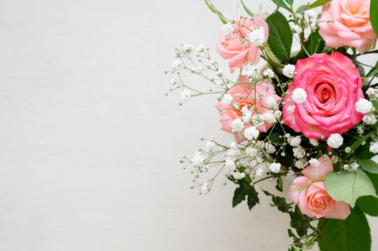 A stylish rose bouquet background white2
