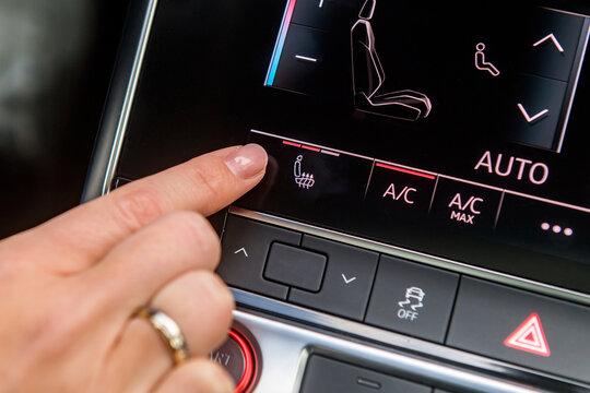 Sitzheizung im Auto einschalten