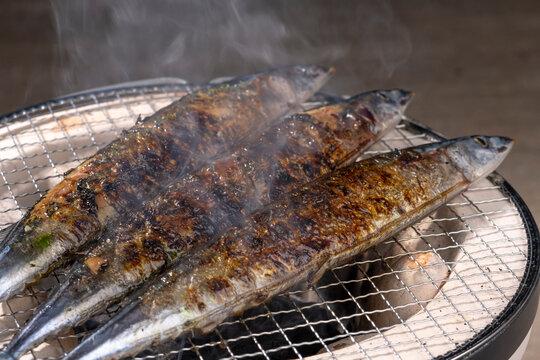 七輪で秋刀魚を焼く【秋の味覚】