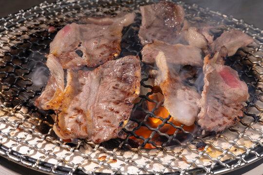 七輪で焼く焼き肉