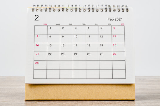 February 2021 Calendar desk for organizer to plan and reminder.