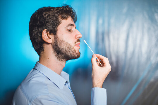 Autotampone test coronavirus covid naso nasale.