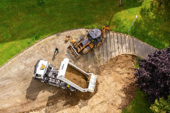 Vue aérienne d'un chantier de construction d'une pelouse