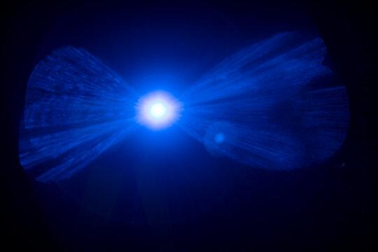 Blue lens flare effect on a black background wallpaper