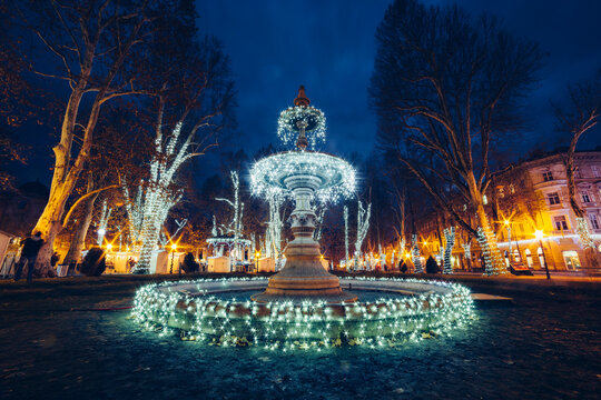Illuminated decorations on fountain at Zrinjevac during Christmas