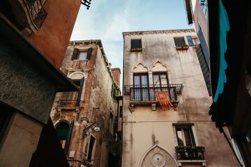 Old houses in Venice. Fotomurales