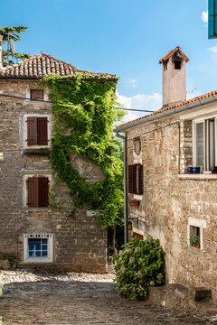 In der historischen Altstadt von Groznjan, Kroatien