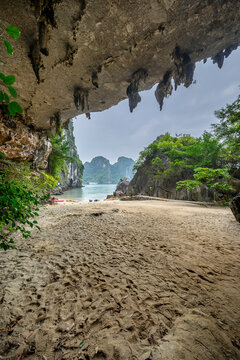 Trinh Nu Cave or Virgin Cave in Halong bay, Vietnam