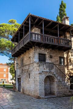 Romanesque House in der Altstadt von Porec in Kroatien