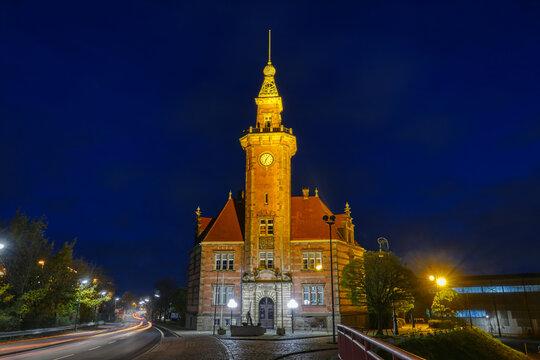 Historisches Hafenamt in Dortmund bei Nacht