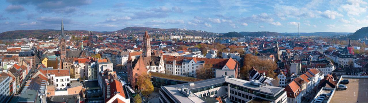 Stadtansicht Saarbrücken, Panorama von oben mit historischem Rathaus und Johanneskirche