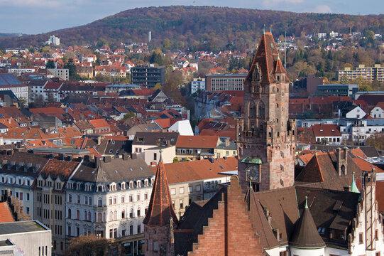 Stadtansicht Saarbrücken, Deutschland von oben mit historischem Rathausturm