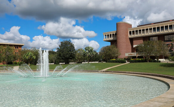 The John C. Hitt Library located behind the Reflection Pond at the University of Central Florida. Orlando, Florida, USA.
