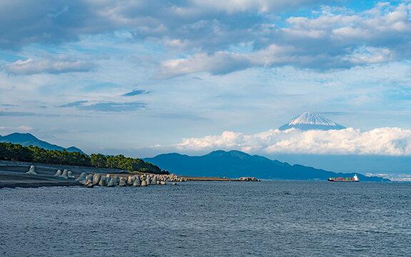 三保の松原から富士山を望む