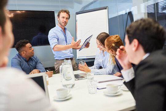 Coach oder Berater bei einer Präsentation
