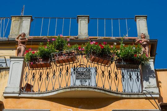 Balkon auf der Brücke Ponte Vecchio in Florenz in der Toskana, Italien