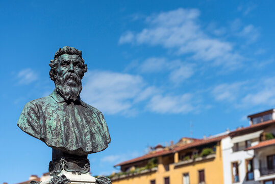 Benvenuto Cellini-Büste auf der Ponte Vecchio in Florenz, Italien