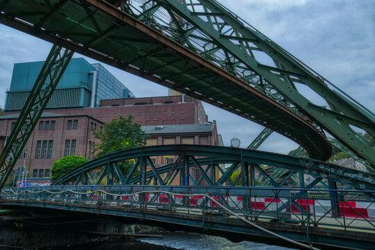 Alte Brücke und Fabrik in Wuppertal