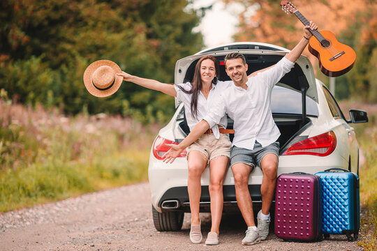 Young couple tourist enjoying on summer vacation
