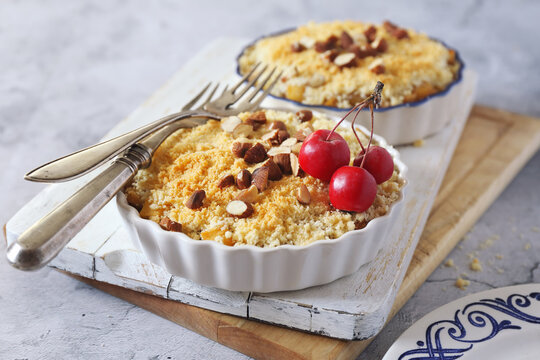 Apple crumble with almonds, two portions, red paradise apples dressing