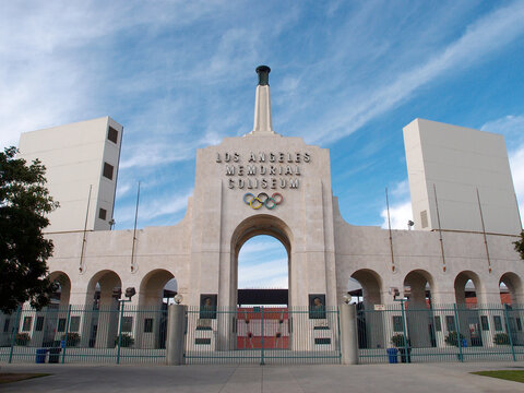 Los Angeles Memorial Coliseum and the Peristyle plaza entrance to the Coliseum