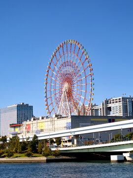 パレットタウンと観覧車。臨海副都心の代表的なランドマークです。2020年11月、東京都江東区にて撮影。