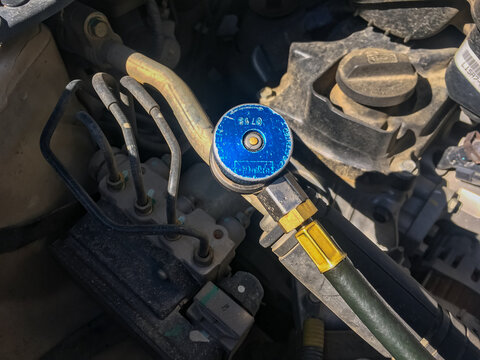 A blue metal at the end of Refrigerant Manifold Gauge