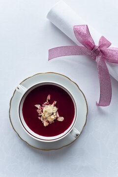 Beetroot soup with almonds